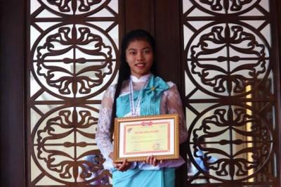 Sinh viên Khoa Dân tộc thiểu số, trường Đại học Văn hóa Tp. Hồ Chí Minh được tuyên dương tại Hội nghị học sinh, sinh viên xuất sắc làm theo lời Bác năm 2019